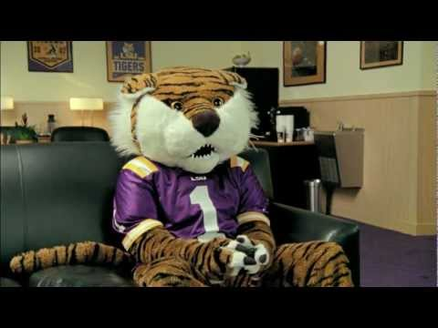 Les Miles & Mike the Tiger EA Sports NCAA Football 13 Commercial